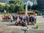 tifosi del como aiutano i volontari a maslianico per ripulire il paese dai detriti