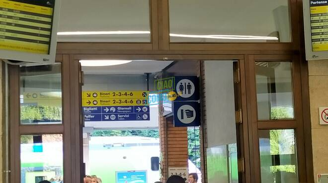 allarme bomba in stazione san giovanni tabellone interno