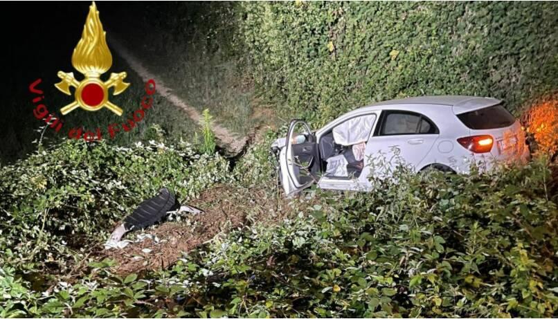 auto fuoris trada notte a cadorago via manfredini soccorso pompieri