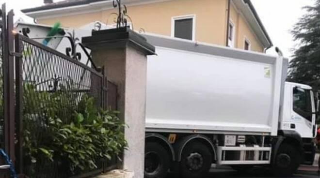 camion in strada rovello porro post del gruppo pubblico per assalto deposito sigarette