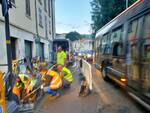 caos a como per rottura tubazione in via borgovico questa notte operai cantiere traffico