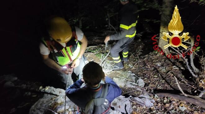 cornizzolo donna dispersa nel bosco e recuperata dai pompieri dopo essere stata imbragata