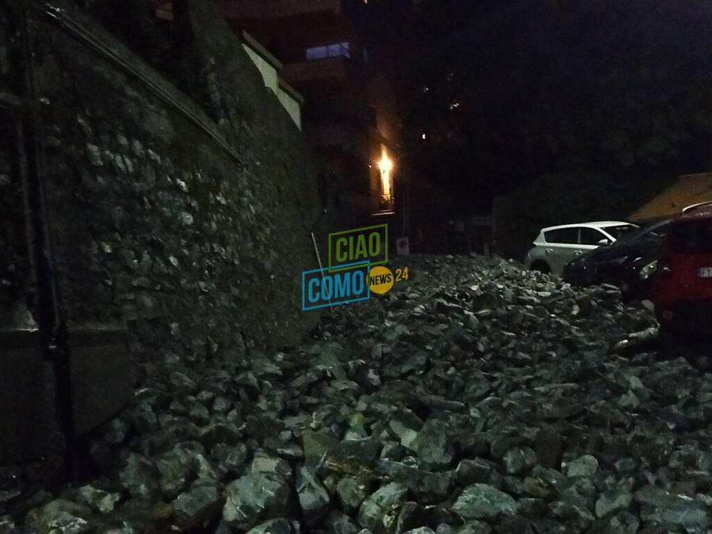 frana a blevio lariana bloccata operai mezzi pompieri in azione escavatori