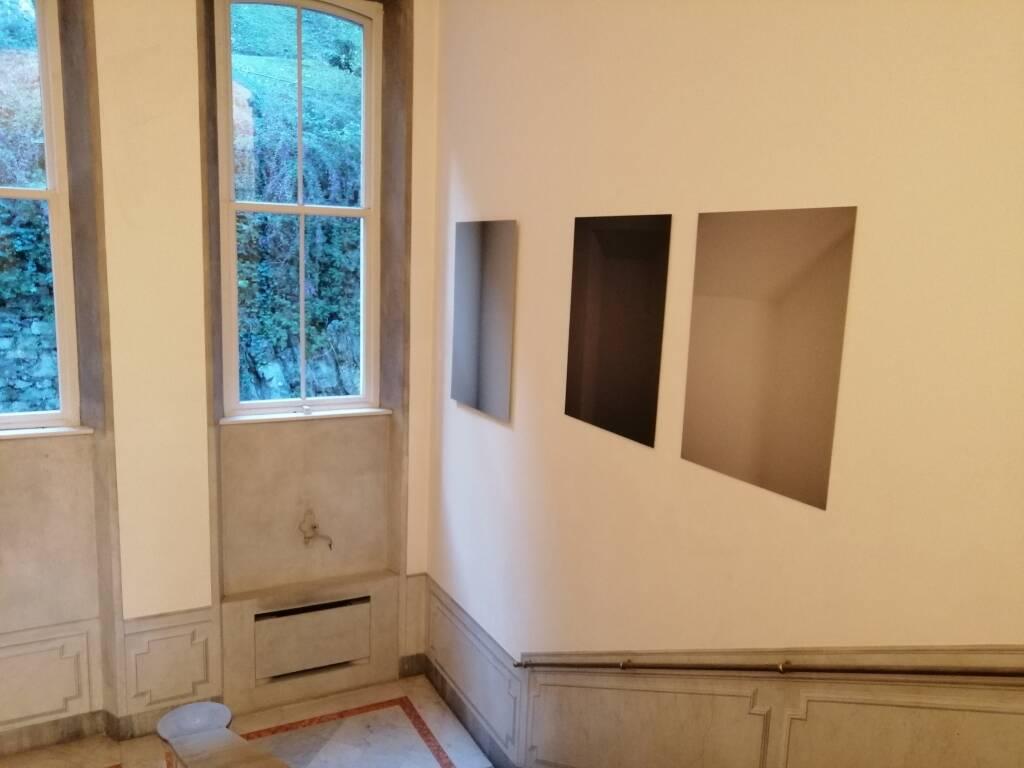 Presentazione installazione Sui Muri villa del Grumello Debra Dolinski