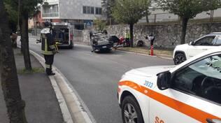 incidente via giovanni da cermenate a cantù auto ribaltata dopo scontro