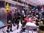 incidente via milano como auto e moto e operaia ferita centro commerciale bennt con pompieri