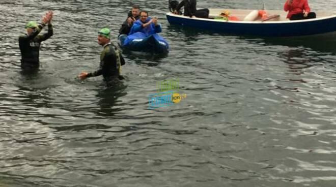 La traversata del lago di Alberto e Michele per raccogliere fondi: #uneuroalmetro