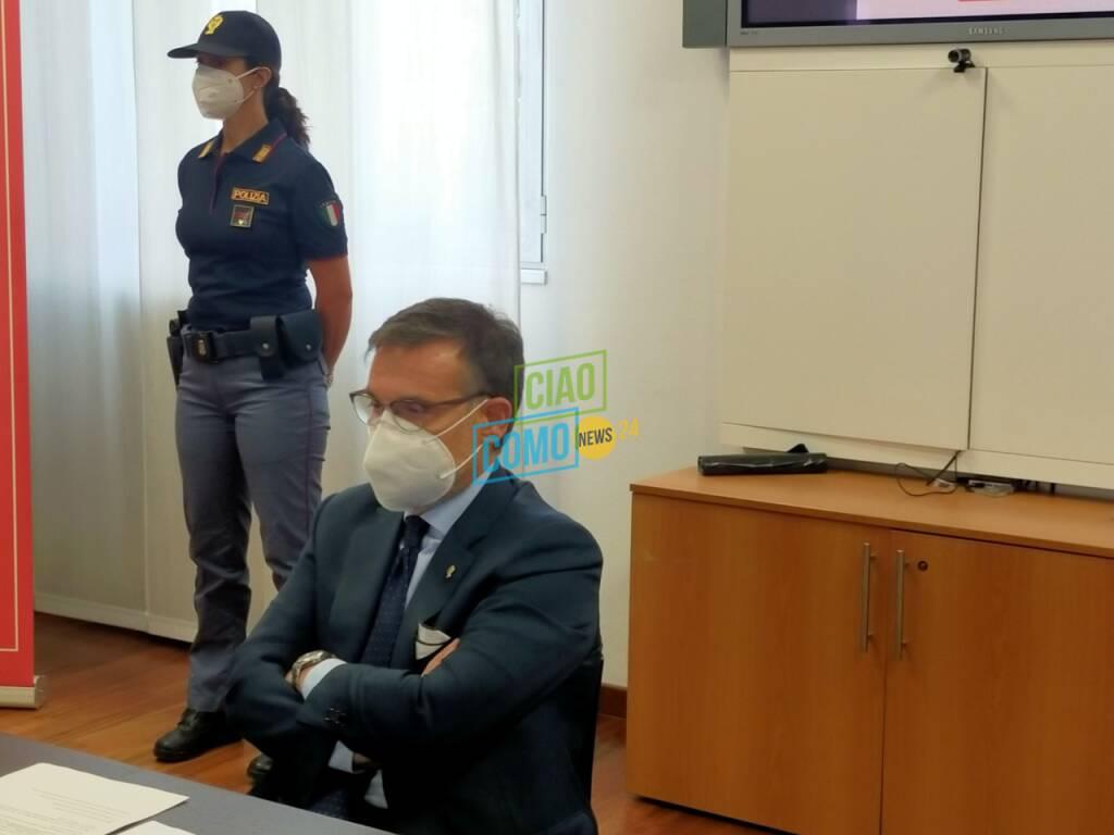 polizia di como e bennt presentano iniziativa occhio alla truffa per anziani