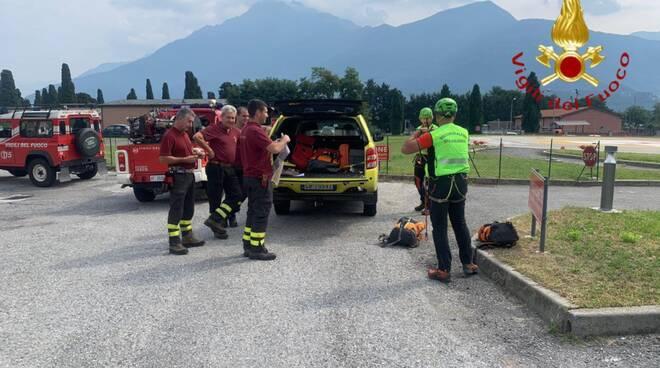 pompieri elicotetro dongo per soccorso ciclista ferito in un burrone