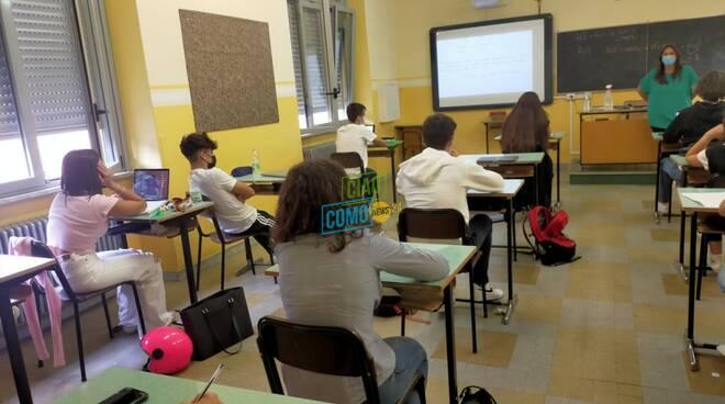 studenti collegio gallio già in aula ripresa scuola banchi