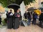 targa per don roberto a san rocco sindaco autorità vescovo e croce in ferro per lui