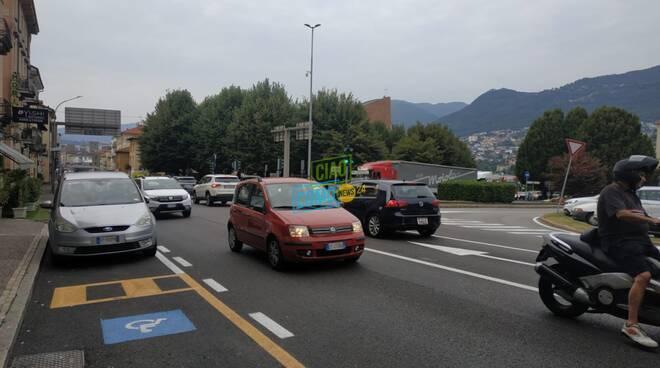 traffico caotico poer chiusura rampa accesso autostrada a ponte chiasso code strade monte olimpino