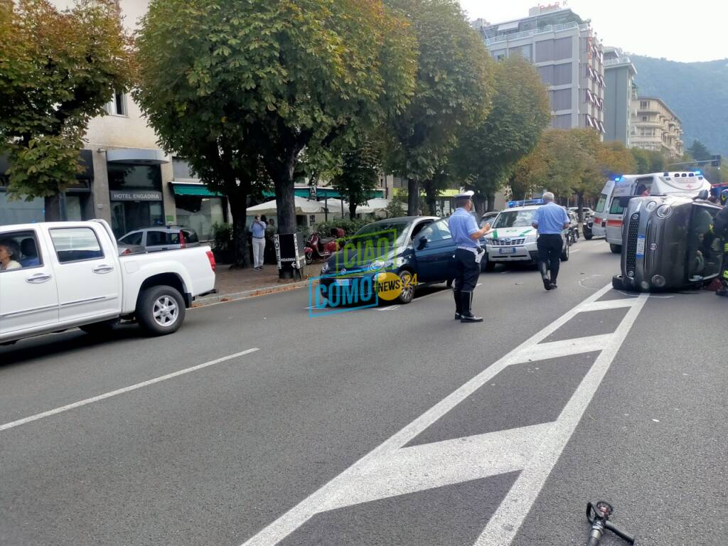 viale trosselli como auto ribaltata dopo incidente rilievi soccorsi pompieri polizia locale