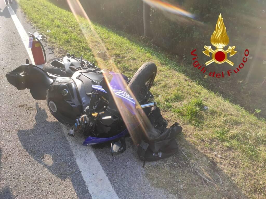 incidente arosio canzo fuoris trada con la moto ragazzo ferito
