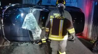 incidente blevio, auto ribaltata in strada