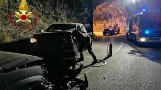 incidente frontale auto via per san fermo vetture coinvolte e strada chiusa polizia locale