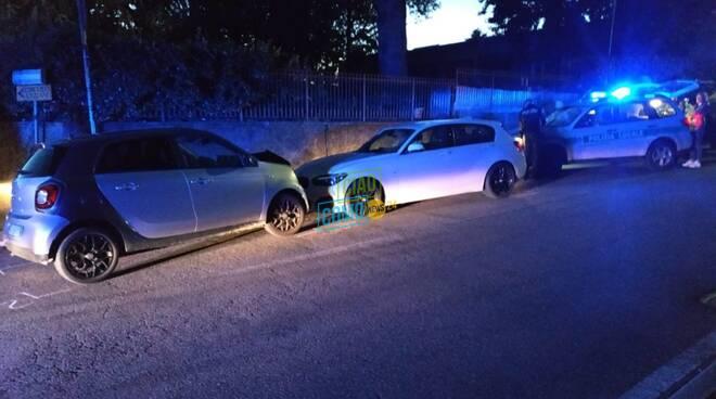 inseguimento fra auto a sagnino schianto polizia lampeggianti polizia locale