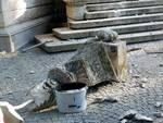 La mongolfiera urta il Tempio Voltiano e lo danneggia nella parte superiore
