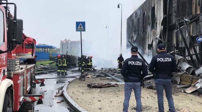 milano aereo contro palazzo a san donato soccorsi pompieri polizia