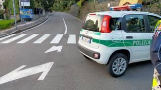 polizia locale auto chiusura strada via per san fermo