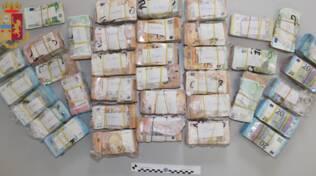polizia sdequestro soldi su auto operaio 700.000 euro in contanti