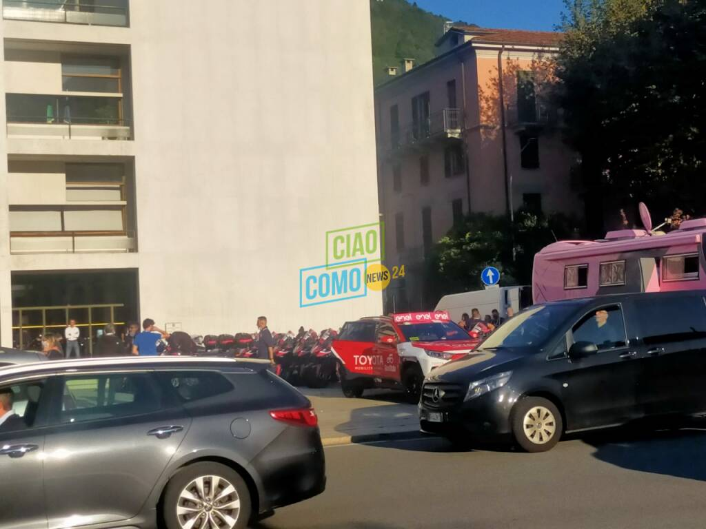 sbarra passaggio a livello danneggiata como piazza del popolo pompieri e polizia locale