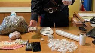 spaccio droga i carabinieri trovano hashish e cocaina in officina mirabello di cantù
